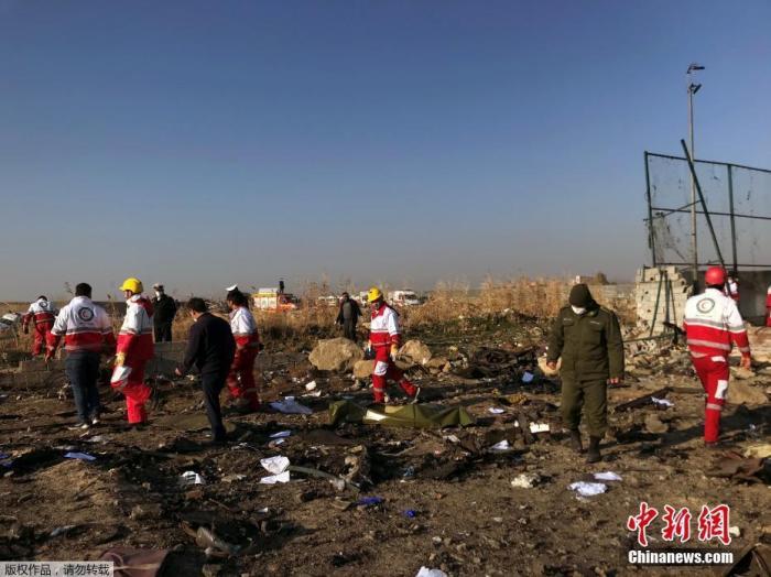当地时间1月8日,一架载有近180人的乌克兰客机,在伊朗坠毁。