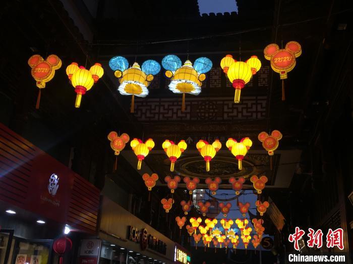 上海豫园灯会正式亮灯 金鼠携手
