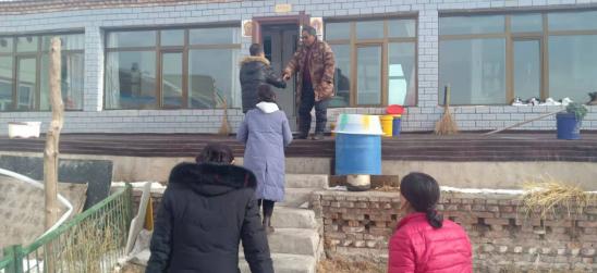 玛沁县人民法院党组探望慰问老干部