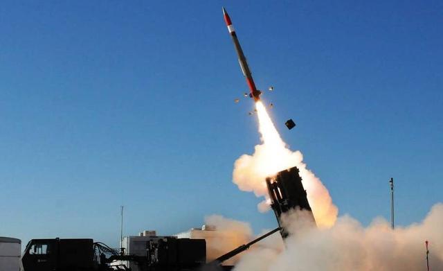俄新型轰炸机首飞成功,面对巨大威胁美国该如何应对?