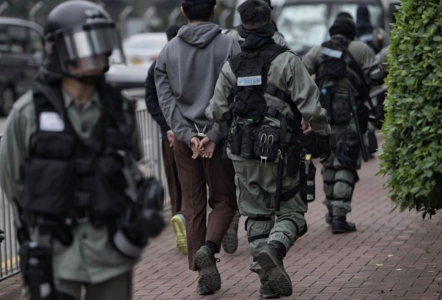 """香港警方:""""修例风波""""以来拘捕逾万人 2325人被检控图片"""