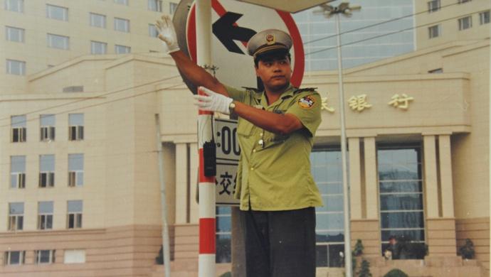 在路上,他捕捉到了浦东30年间发生的这些变化图片