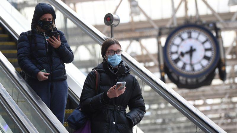 英国新冠病毒传播R值小幅下降至最高1.2