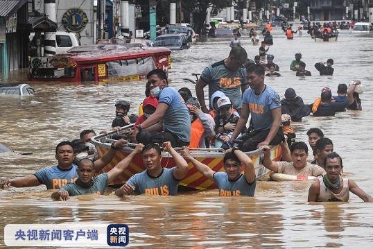 """台风""""环高""""在菲律宾导致的死亡人数上升至42人"""