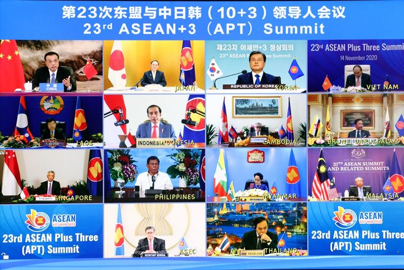 李克强出席第23次东盟与中日韩领导人会议 讲话图片