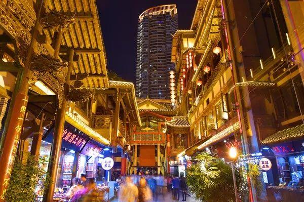 何永智:洪崖洞是不按常理出牌长大的孩子——重庆历史文化街区与商业地产项目的非典型建设
