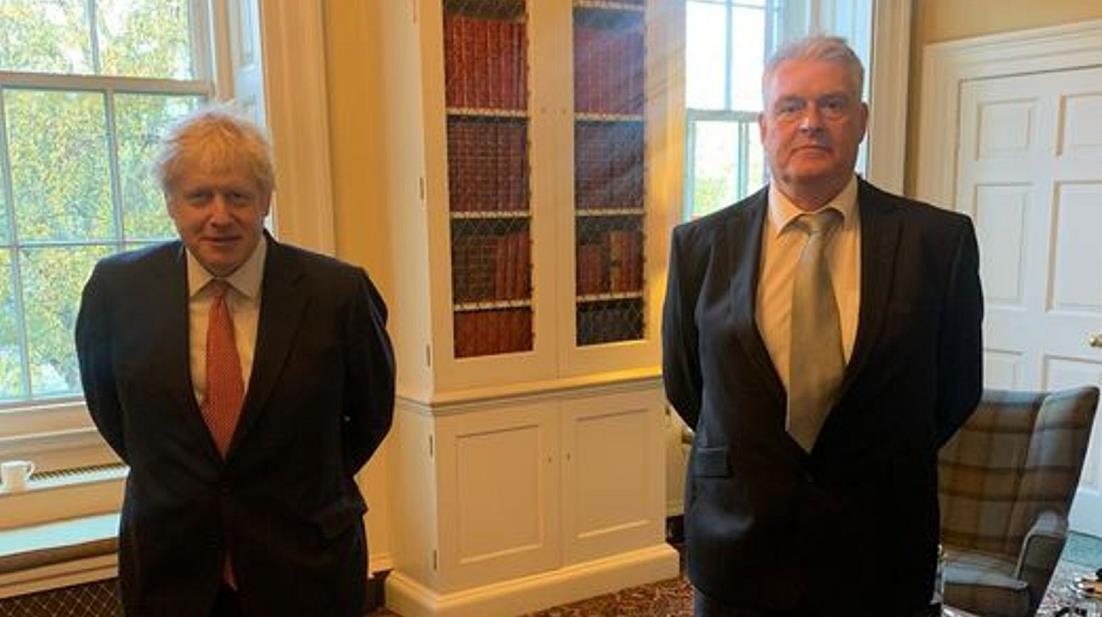 英国首相约翰逊正接受新冠病毒隔离 自称身体健康
