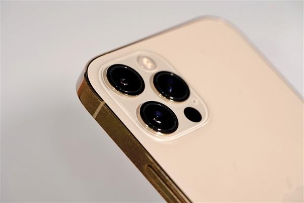 iPhone 12 Pro Max续航测试:玩游戏只坚持了3小时出头