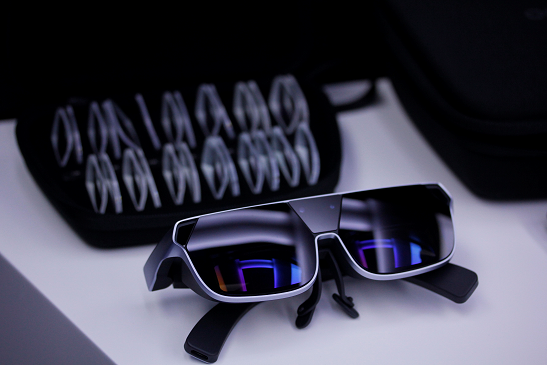 OPPO公布第二代AR概念眼镜,重量轻75%,3米外可看90英寸巨幕