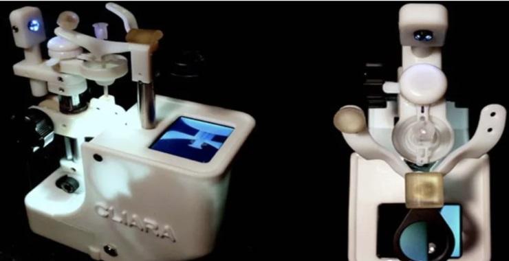 三次角膜移植后,他发明一款声控机器人戴摘隐形眼镜
