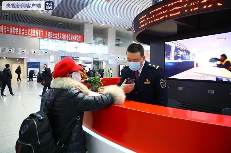 黑龙江多地迎来强降雪 哈铁采取加开临客等措施增加7.5万席位图片