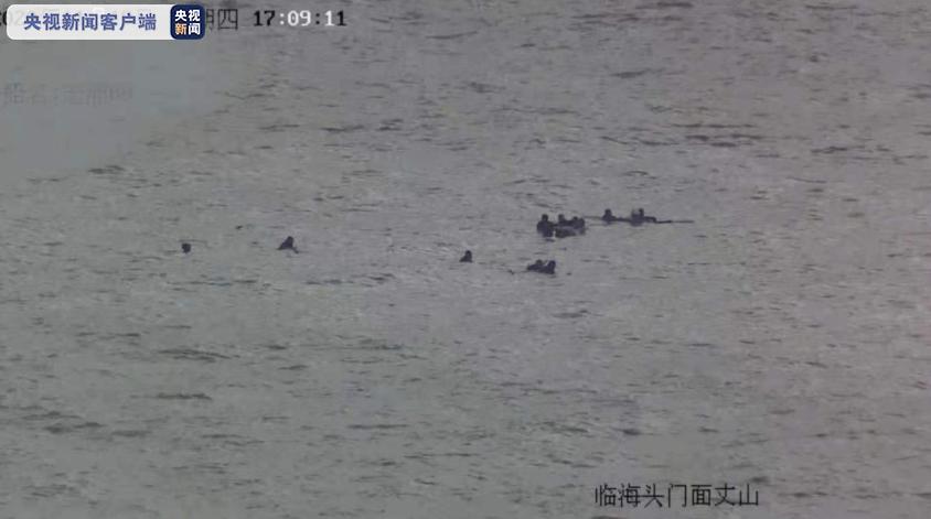 一渔船沉没9人落水  浙江台州海上搜救中心半小时救起全部人图片