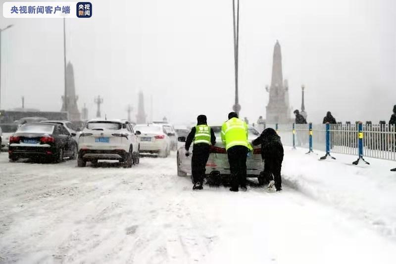 全警上路!黑龙江省出动警力10000余人次迎战恶劣天气图片