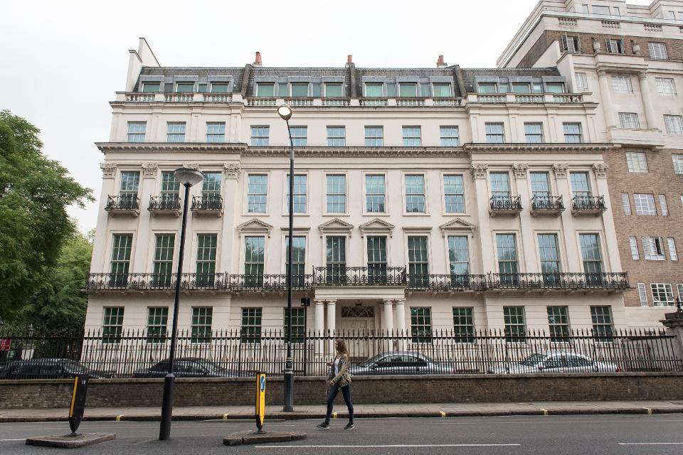 交易地产为伦敦骑士桥区拉特兰门的一栋大型别墅 图自:法新社