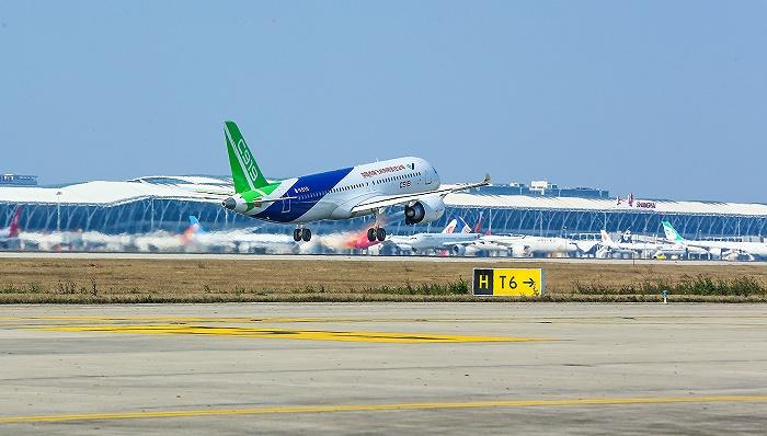 C919大型客机已获815架订单,6架
