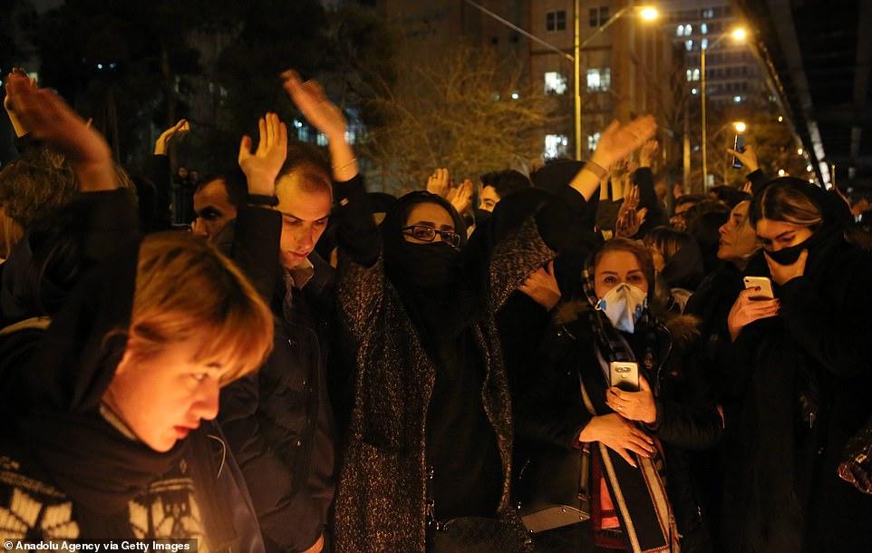 伊朗民众昨晚为遇难者守夜,图自Getty Images