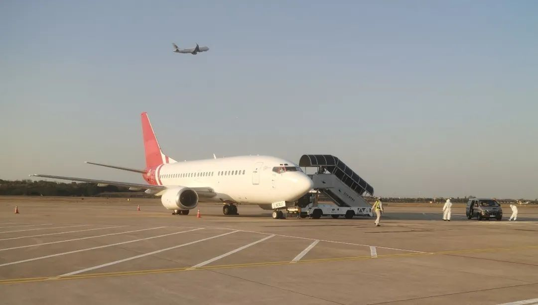 嘿,你听说了吗?禄口机场飞来了一架属于我们的飞机!图片