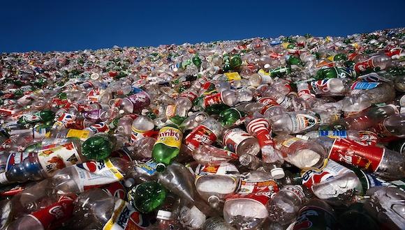 耐克阿迪抢着要的这种废弃塑料瓶:高端再生PET市场规模达3000亿