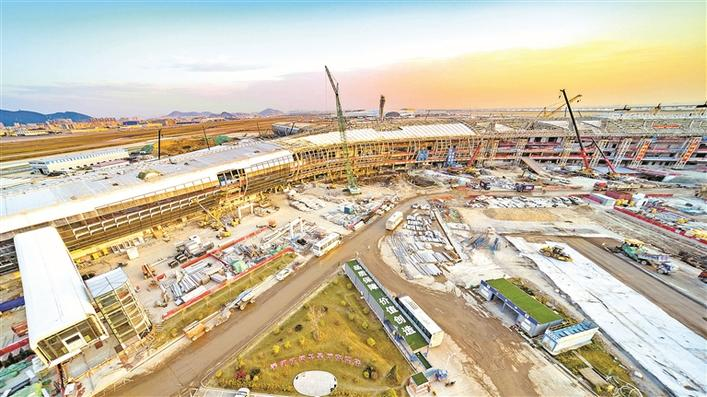 ▲深圳宝安国际机场卫星厅钢结构顺利封顶。孙佳鑫 摄