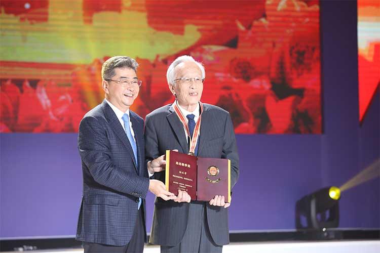 吉林大学哲学社会科学资深教授孙正聿获得第二届杰出教学奖图片