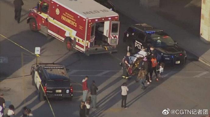 美威斯康星州一购物中间发作枪击案致8人伤 嫌犯在押(图2)