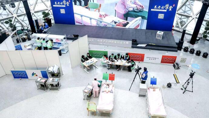 从15万人中脱颖而出夺得第一,这位上海养老护理员凭什么?