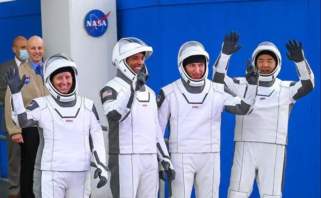 宇航员:龙飞船比航天飞机好,睡起来很宽敞