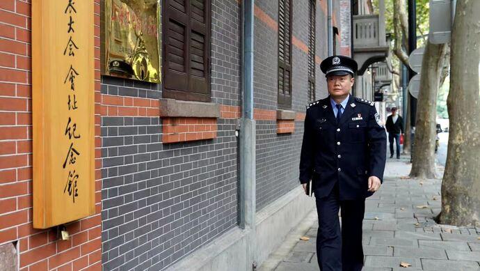 这位上海民警为何带着核酸检测结果接受采访?他用行动诠释着初心和使命图片