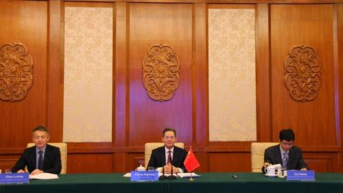 外交部副部长郑泽光同哥伦比亚副外长埃切维里举行政治磋商