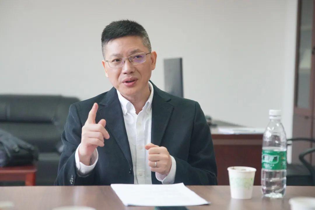 """""""兴趣所至、热爱不减""""这位重庆大学的帅气教授言传身教引领学生科研路图片"""