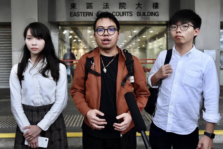 黄之锋等三人涉非法集结案开庭 庭上承认控罪图片