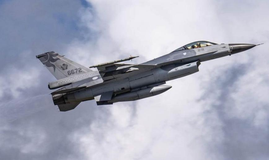 台军F-16失事战机队长尚未寻获 同队士官长自杀身亡图片