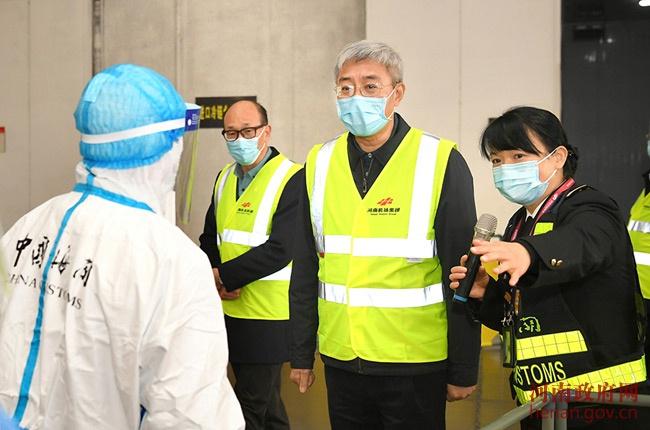 尹弘在郑州检查疫情防控工作时强调 坚持人物同防 毫不松懈抓好疫情防控