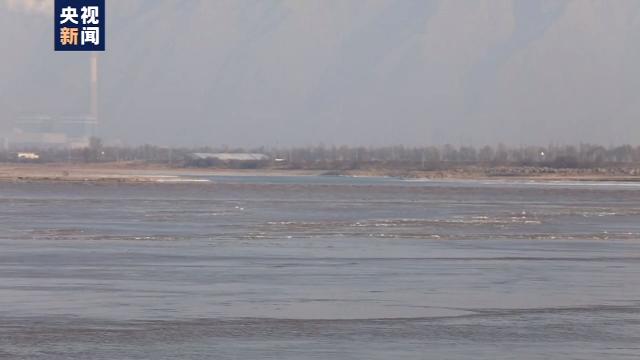 内蒙古部分黄河河段出现流凌 进入凌汛期图片