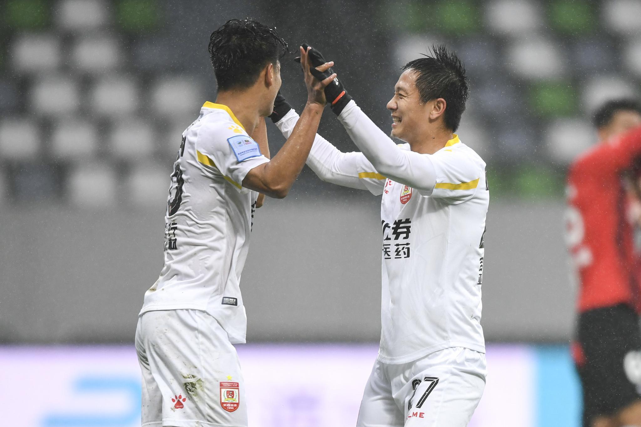 足协杯:杨超声谭龙塞尔吉尼奥破门,亚泰4-0上港进八强