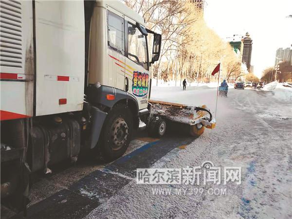 """清冰雪大军全力应战""""叠加""""降雪图片"""