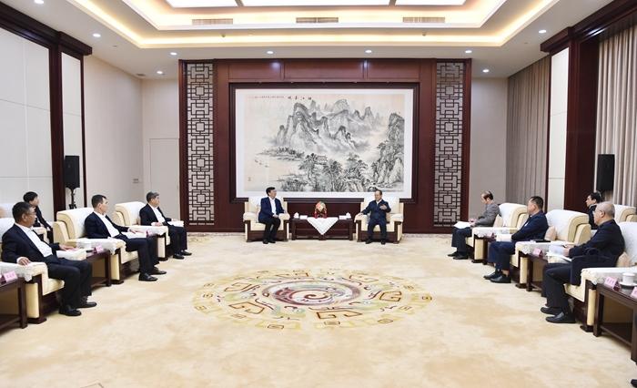 卢进拜会广西壮族自治区党委书记、自治区人大常委会主任鹿心社