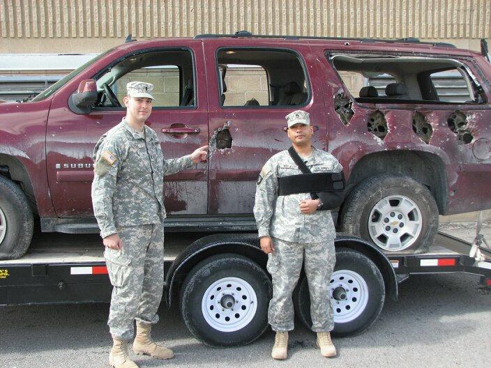 竟然还能开:美军士兵SUV遭F16机炮扫射满身是窟窿