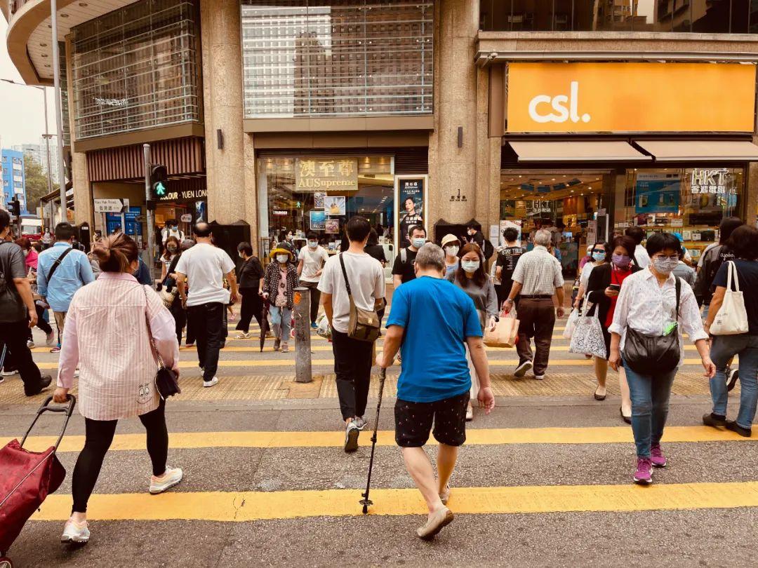 """香港""""大型跳舞群组""""引爆第4轮疫情,有专家建议封城"""