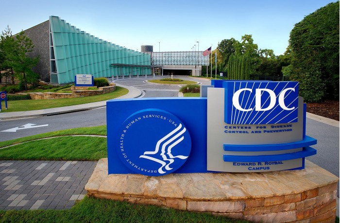 美新冠确诊超1300万人 疾控中心将紧急讨论疫苗分发
