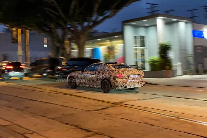 疑似2022款宝马2系双门轿跑在洛杉矶展开路试