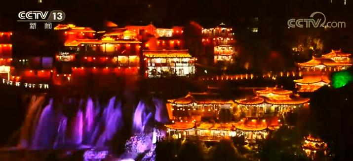 湖南芙蓉镇土家摸泥节 传递传统民俗文化图片