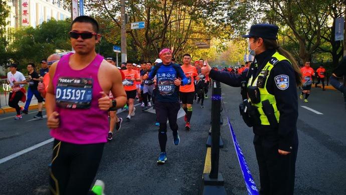 上海国际马拉松赛如期而至,安全有序的赛道背后你没看到的事图片