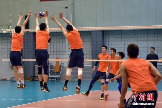 资料图:中国男排备战东京奥运落选赛。中新网记者 金硕 摄