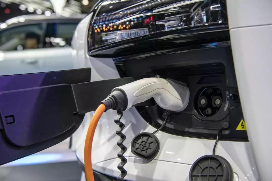 工信部澄清补贴不再退坡 新能源车企就高兴一天?图片