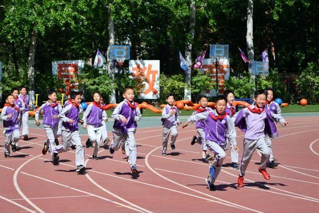 北京晚报评论:先从不占体育课做起