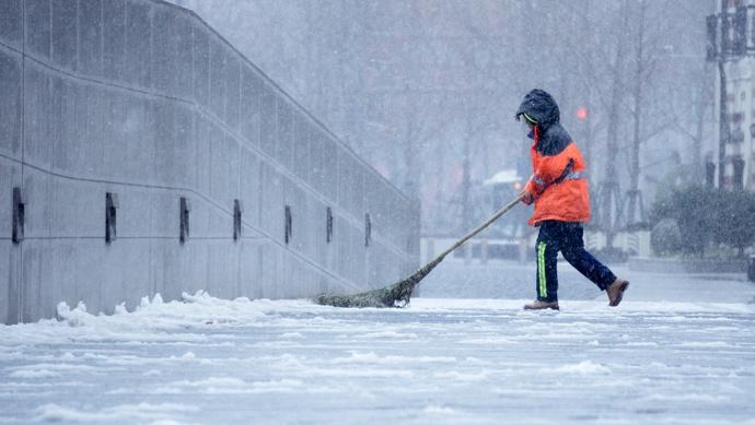 """上海没有集中供暖、大量一线职工低温作业,应该发放""""低温津贴""""!这个建议你支持吗图片"""
