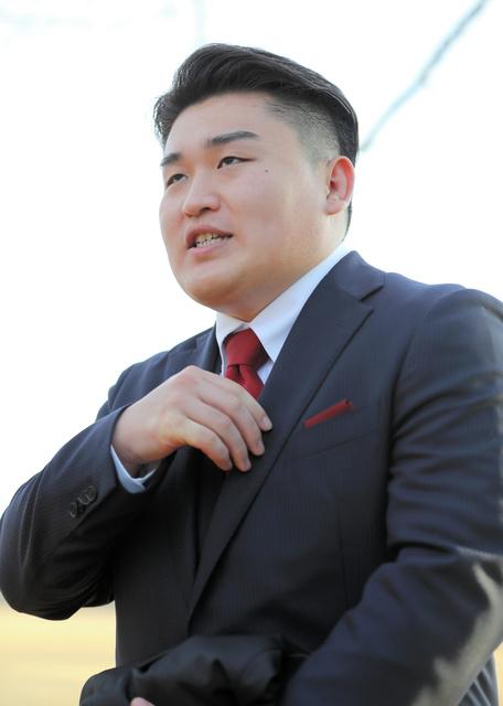 成人礼当天的只野哲也(朝日新闻社)