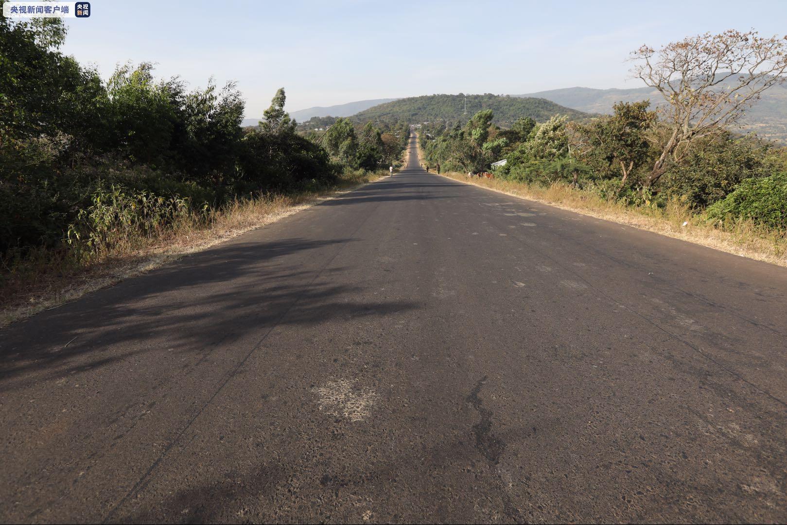 中国承建的埃塞俄比亚米迪公路项目交工验收图片