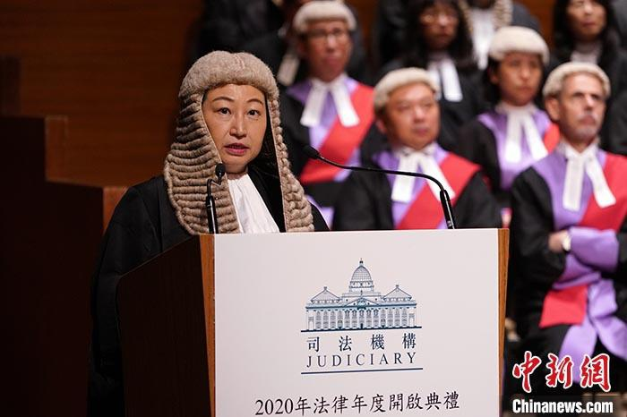 图为香港特区律政司司长郑若骅在大礼堂音乐厅揭晓演说。 中新社记者 张炜 摄